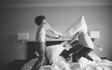 blog pillow fight